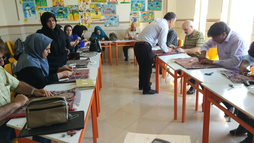 برگزاری آموزشی ارتقاء مهارت رفوگران و مرمت کاران در استان کرمانشاه