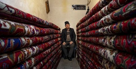 خرید ۹۰ تخته فرش دستباف از بافندگان
