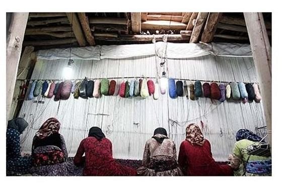 ۱۳۰۰۰ نفر در صنعت فرش دستباف گیلان امرار معاش میکنند/ تولید بیش از ۵۱ هزار متر مربع فرش دستباف در گیلان