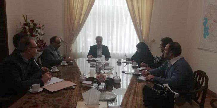 نشست تخصصی با استاندار در خصوص اهم برنامه های مرکز ملی فرش در استان آذربایجان شرقی
