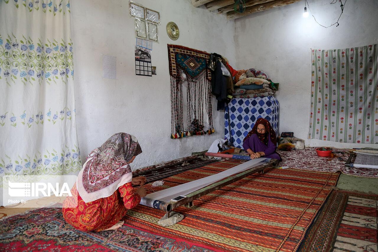 بافت فرش دو روی ابریشم در روستای دویدوخ خراسان شمالی