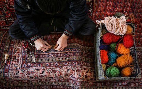 تولید فرش دستباف در مهاباد ۱۰ درصد کاهش یافت
