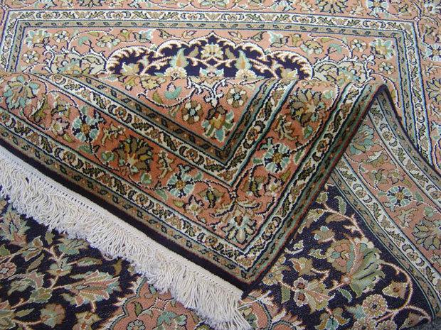 فرش فارس تقسیم بندی تمدنی شود / فرش بافی هنر استراتژیک ایرانیها
