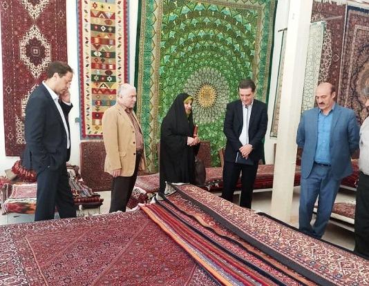 فرحناز رافع از اتحادیه شرکت تعاونی فرش دستباف روستایی استان زنجان بازدید کرد