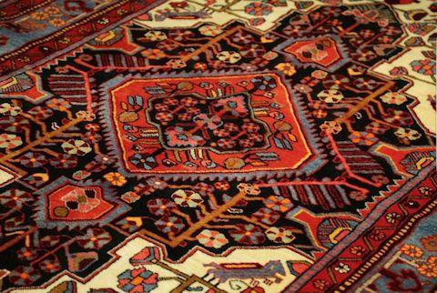 فرش باید یک شغل پایدار و هنر ارزشمند در جامعه شناخته شود