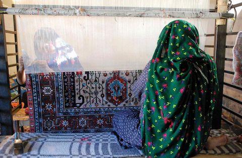 فرش بافی، هنر - صنعتی مملو از زیبایی وخلاقیت