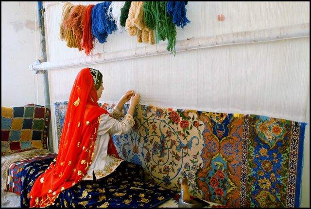 فعالیت 100 کارگاه قالیبافی در استان سمنان