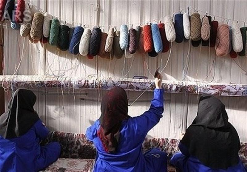 تلاش مرکز ملی فرش ایران برای تامین اعتبار بیمه قالیبافان