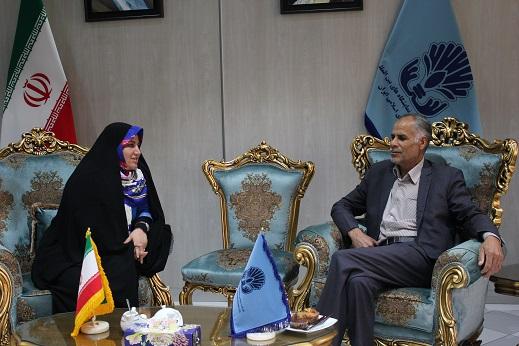 حضور حسن پور رئیس شورای توسعه بندر چابهار در پاویون مرکز ملی فرش دستباف ایران