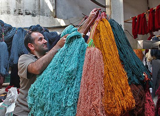 رنگرزی از مولفههای اصلی تولید فرش دستباف است