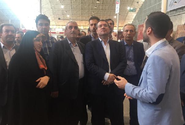 بازدید وزیر صمت از نمایشگاه نمایشگاه فرش دستباف تبریز / تاکید رحمانی بر تسهیل کار تولیدکنندگان این عرصه