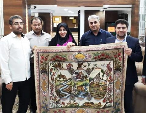 فرش دستباف نفیس تبریز با مضمون احترام به طبیعت و حفظ محیط زیست
