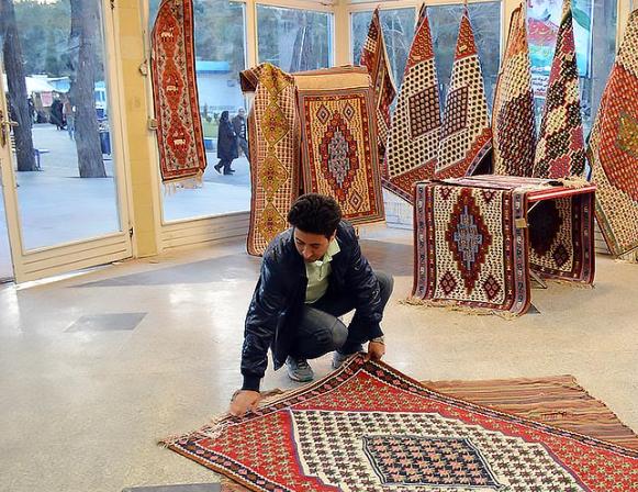 نمایشگاه فرش و ملزمات خانه مدرن در کرمانشاه گشایش یافت
