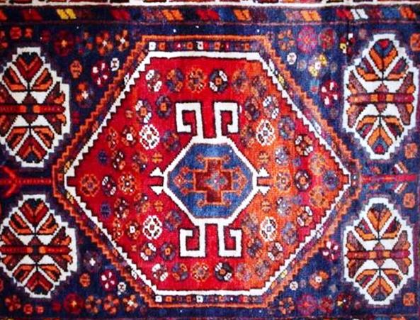 فرش دستباف با نقشههای اصیل لری به صورت انبوه در لرستان تولید میشود
