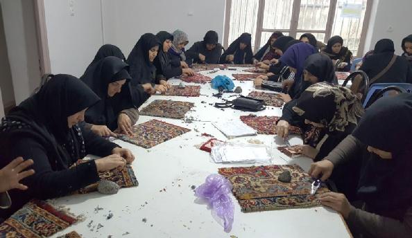 برگزاری نخستین دوره پرداخت برجسته فرش دستباف در شهر هرسین