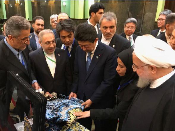 دیپلماسی هنرمندانه فرش دستباف ایرانی در حضور رئیس جمهور ایران