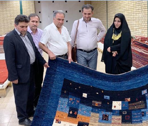 رئیس مركز ملی فرش ایران از نمایشگاه و كارگاه قالی بافی فرهادیان بازدید كرد