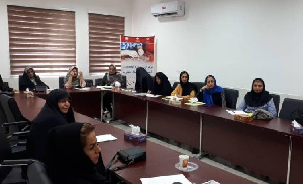 دورههای آموزشی ارتقای مهارت قالیبافی در یزد برگزار میشود