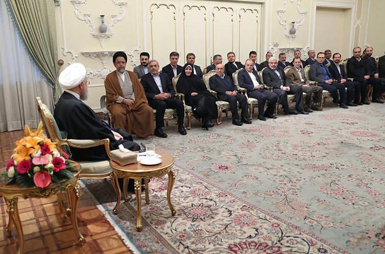 رئیس مرکز ملی فرش ایران و اعضای هیئت دولت به مناسبت فرارسیدن ایام  نوروز با رئیسجمهور دیدار کردند